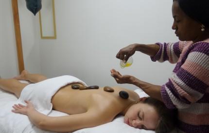 Massagem_com_pedras